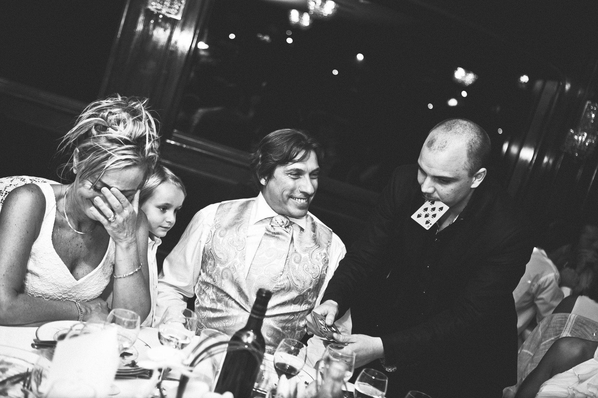 Encore une soirée magique à l'occasion d'un mariage sur un bateau au pied de la